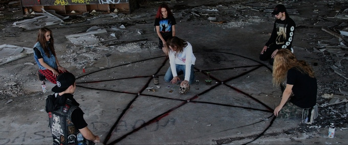 "electad original - ""サイケデリック・スラッシャー""映画『Lucifer's Satanic Daughter』がクラウドファンディングを実施中。スコアにはELECTRIC WIZARDの書き下ろし楽曲も。"